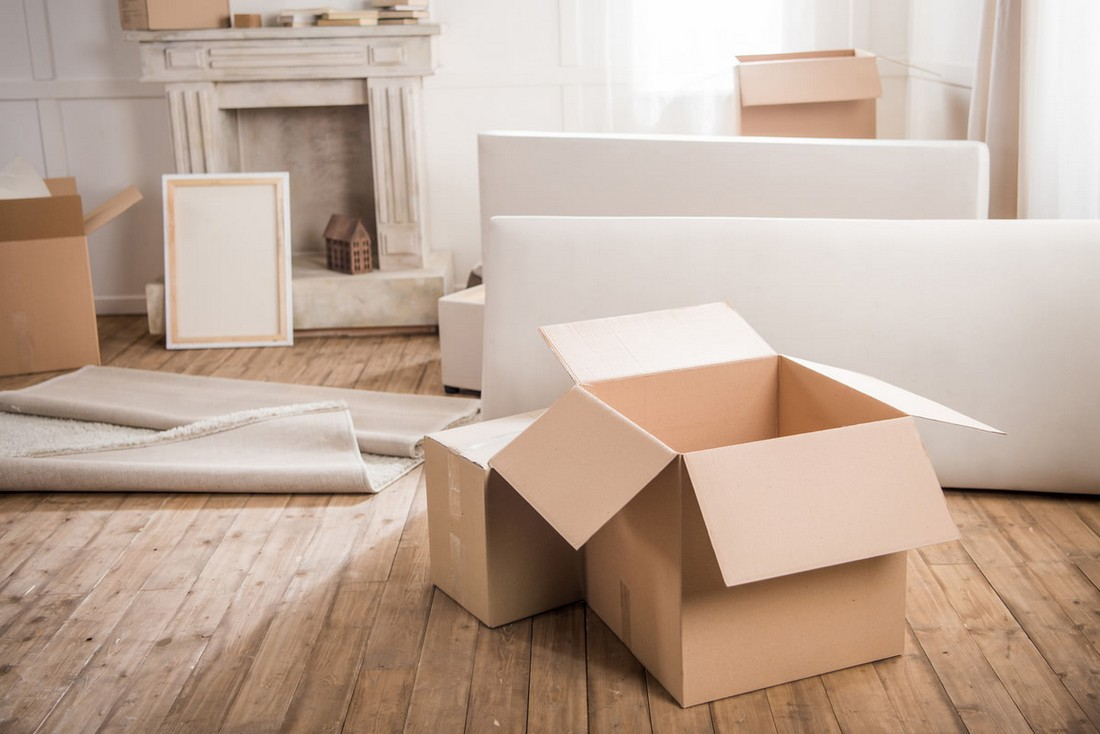 Переїзд і диван: як розібрати, упакувати і винести диван
