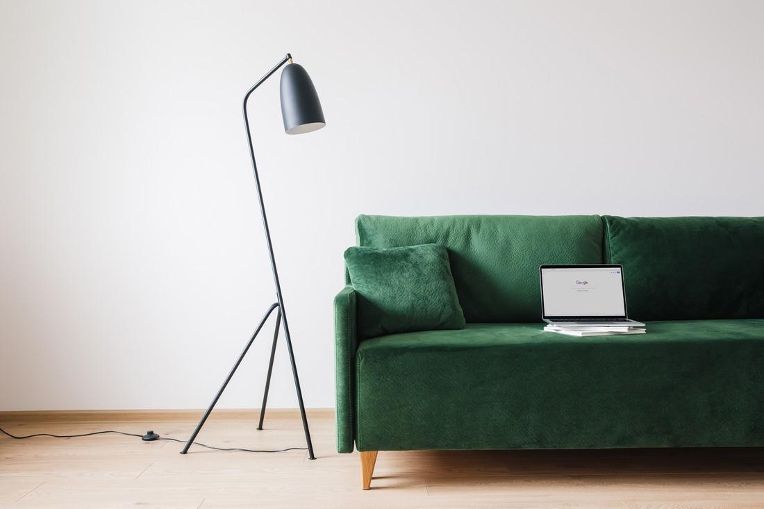 зелений диван